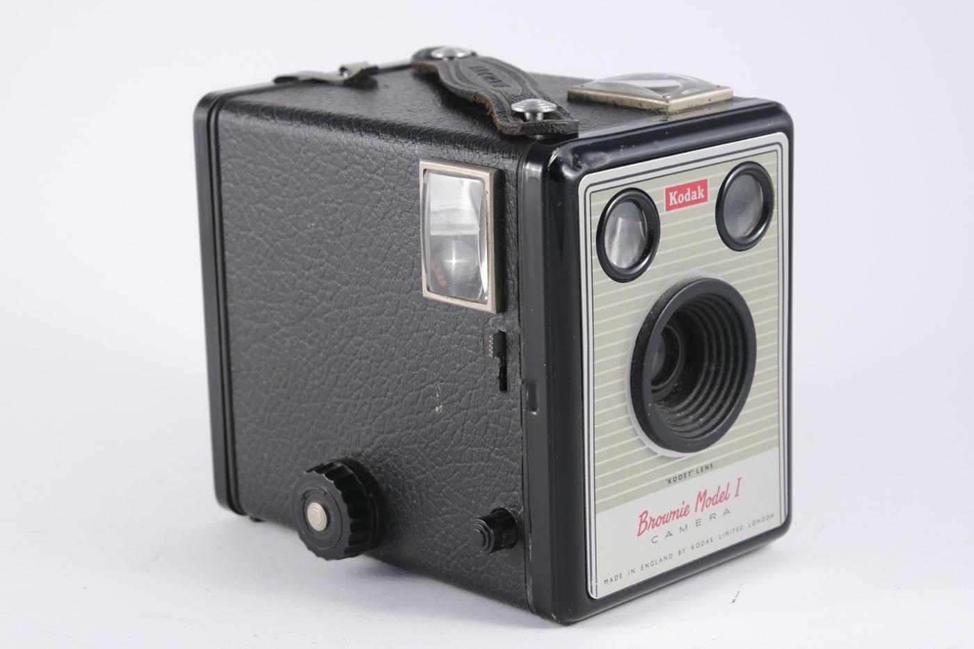 Kodak Brownie Model I camera (1/2)